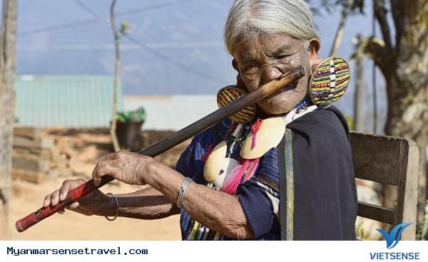 Những phụ nữ mặt hổ chỉ có ở Myanmar - Ảnh 4