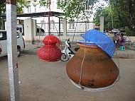 Uống nước bình miễn phí ở Myanmar