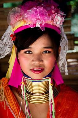Tục Đeo Vòng Cổ Kỳ Lạ Của Bộ Lạc Kayan Ở Myanmar
