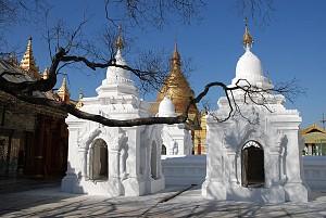 Đến chùa Kuthodaw khám phá Thánh điển Phật giáo