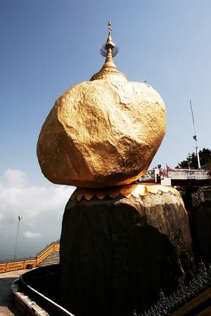 Golden Rock - Hòn Đá Vàng Bí Hiểm