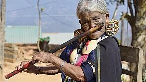 """Những phụ nữ """"mặt hổ"""" chỉ có ở Myanmar"""