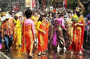 Trải nghiệm lễ hội té nước tại Myanmar