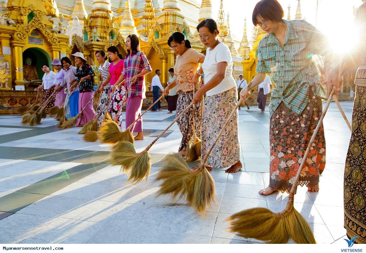 Du khách ngồi tù vì đi giày trong chùa ở Bagan,du khach ngoi tu vi di giay trong chua o bagan
